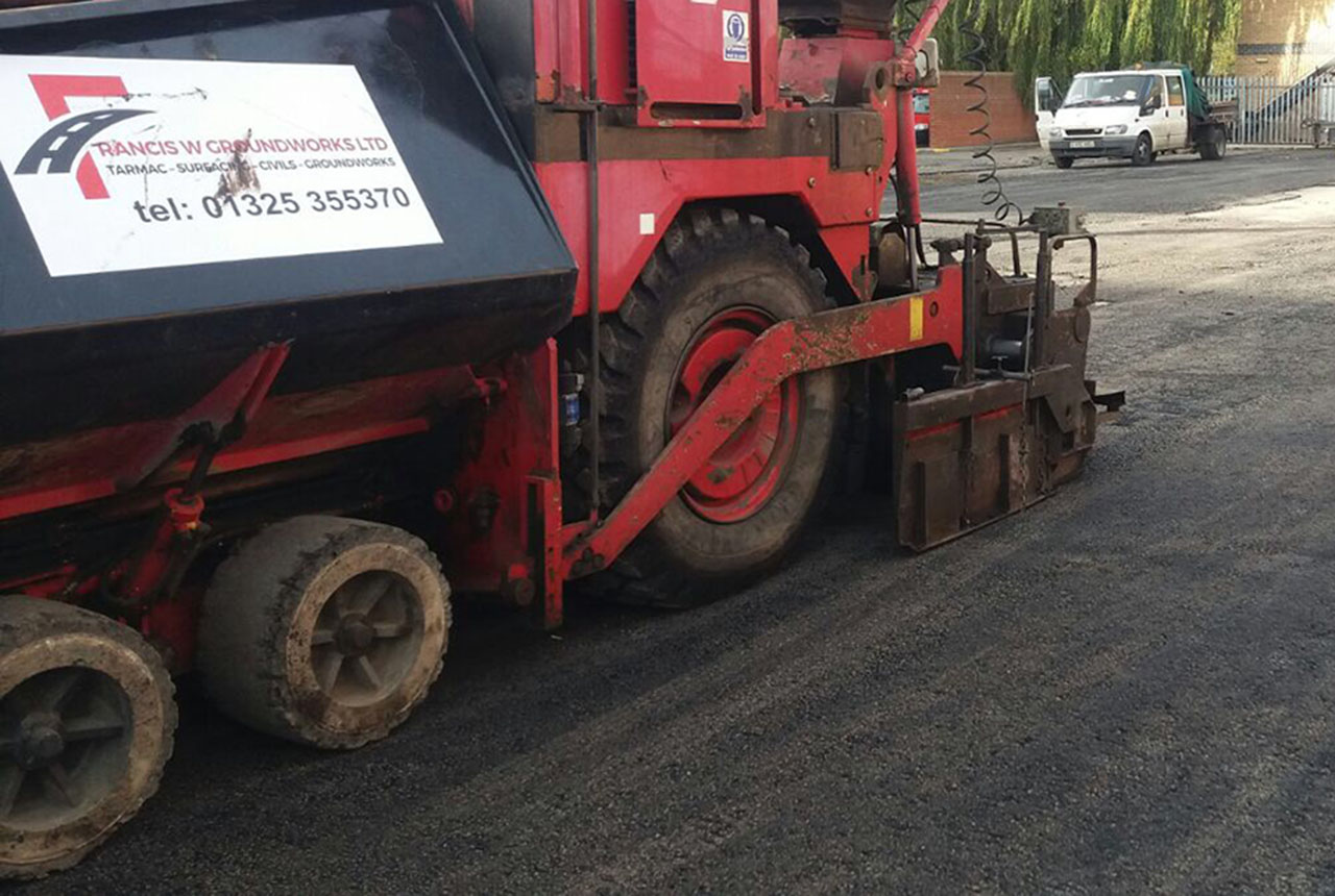 Groundworks - Francis W Groundworks Hot Rolled Asphalt Machine